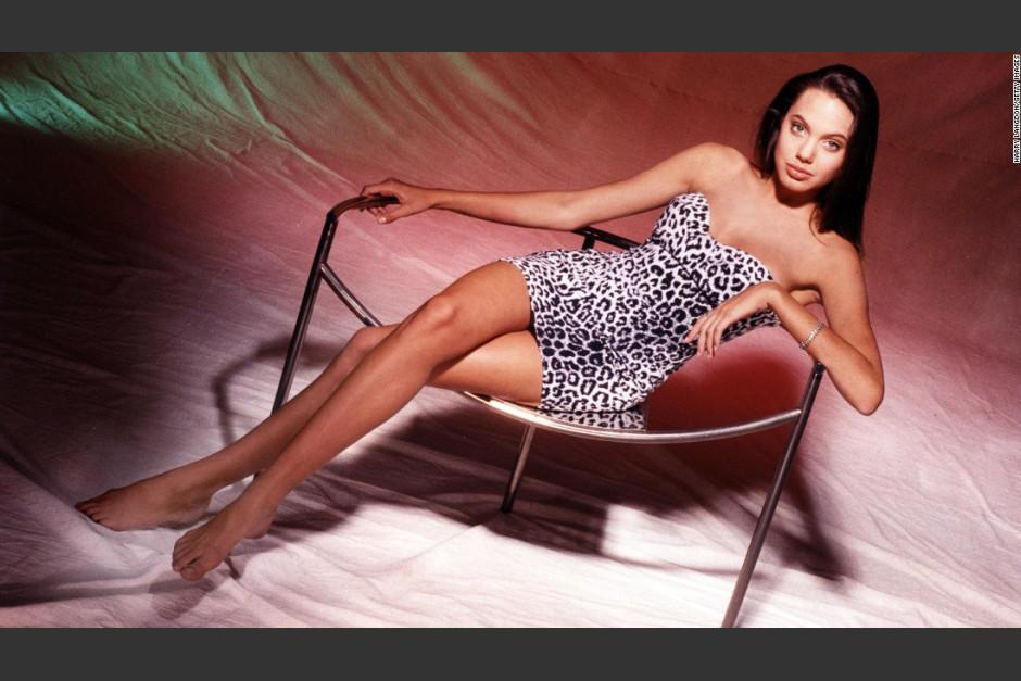 15 años tenía Angelina Jolie cuando posó para esta sesión fotográfica. (Foto: Harry Langdon)