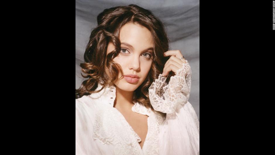 25 años después de la sesión fotográfica, Jolie es una actriz bien cotizada. (Foto: Harry Langdon)