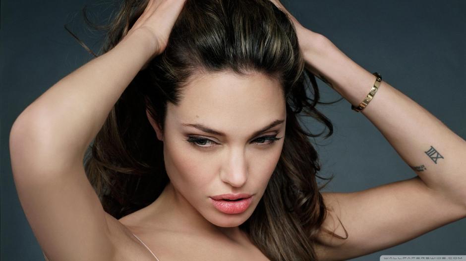 Angelina Jolie tiene una obsesión que quizá adquirió con el personaje de la señora Smith. (Foto: platerarena.net)