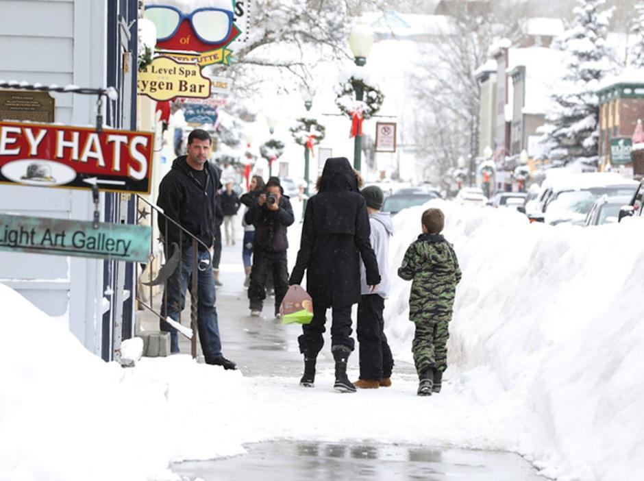 La familia salió de paseo. (Foto: Cordon Press)