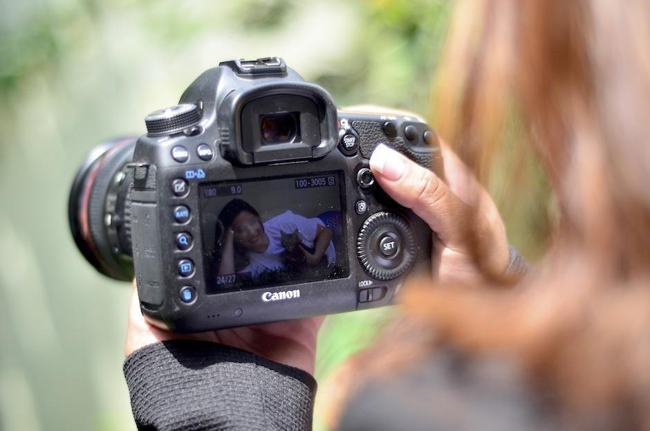 Maribel compartió su amor hacia los felinos en esta sesión fotográfica. (Foto: Selene Mejía/Soy502)
