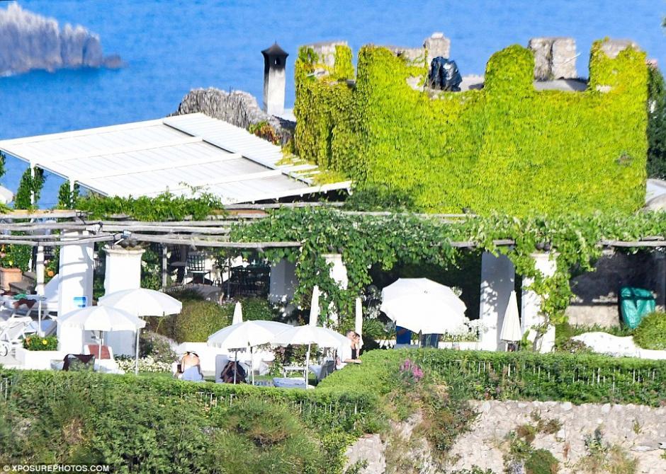 El hermoso paisaje ayudó a Aniston a olvidarse de su ocupada agenda. (Foto: xposurephotos.com)
