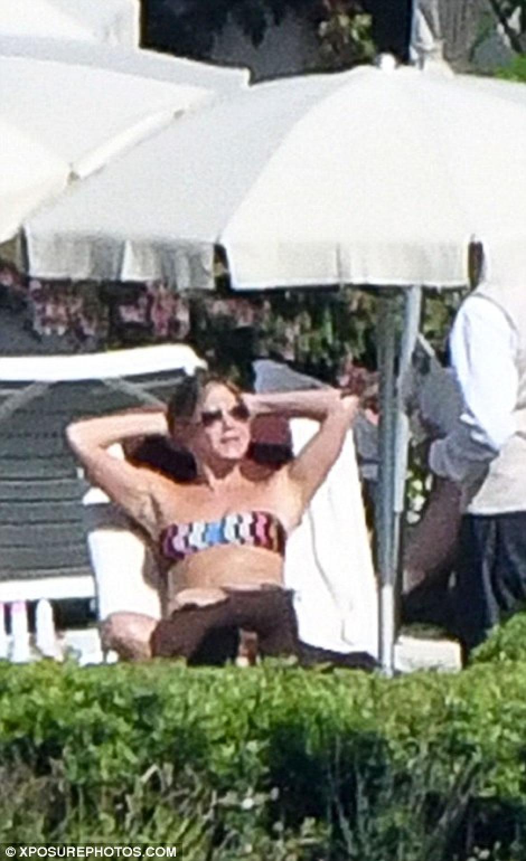 Jennifer olvidó por un momento los comentarios acerca de su maternidad que rondan por ahí. (Foto: xposurephotos.com)