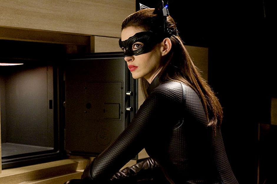 """La actriz Anne Hathaway interpretó a la Gatubela en la película """"El Caballero de la Noche Asciende"""" (The Dark Knight Rises). (Foto:www.20minutos.es)"""