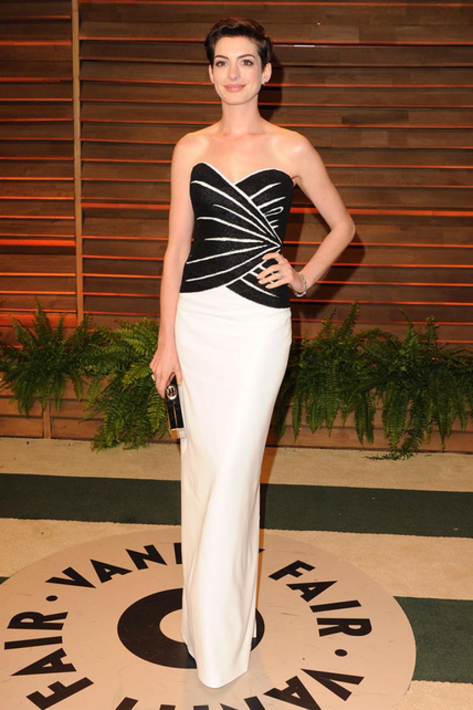 Anne Hathaway eligicó la sobriedad para unirse a la fiesta. (Foto: SModa)
