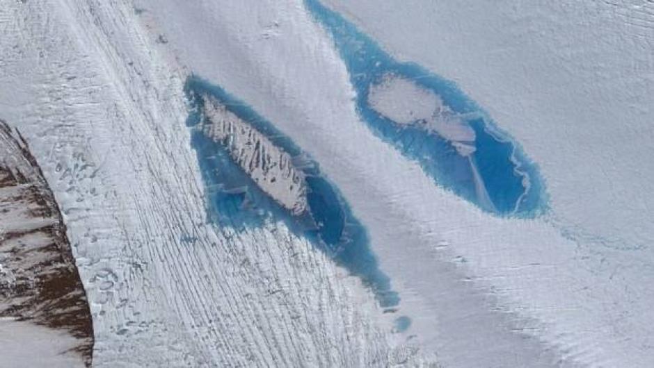 Las imágenes satelitales muestran los enormes lagos que se han formado en la Antártica. (Foto: Twitter)