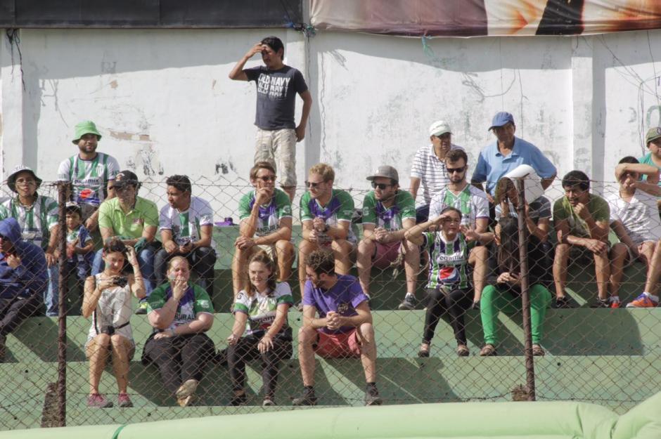 Varios aficionados extranjeros apoyaron a Antigua. (Foto: Fredy Hernández/Soy502)