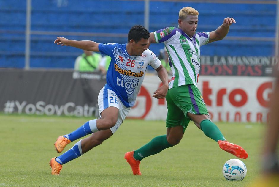 Alejandro Galindo hizo uno de los cuatro goles de Antigua. (Foto: Sergio Muñoz/Nuestro Diario)