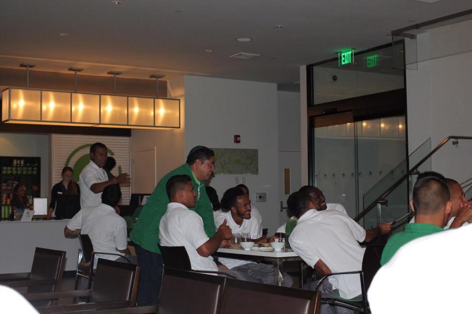 Los antigüeños en el hotel de concentración en Nueva Jersey. (Foto: Antigua GFC)
