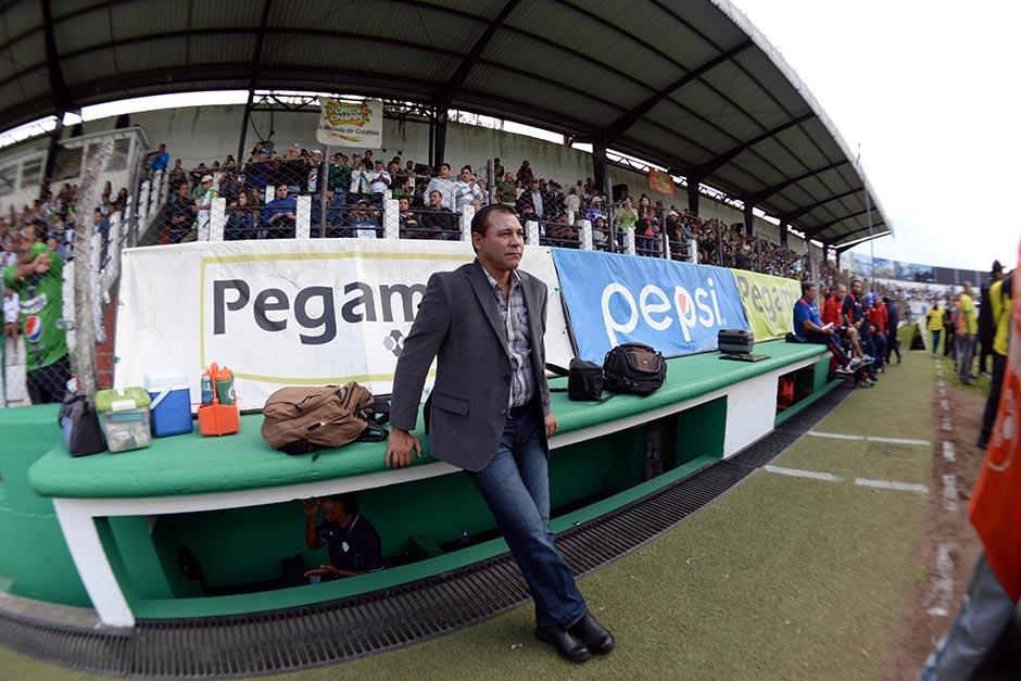 El técnico argentino, Mauricio Tapia, regresó al banquillo de Antigua, tras su ausencia en la primera jornada (por enfermedad de su papá en Buenos Aires, Argentina). (Foto: Diego Galiano/Nuestro Diario)