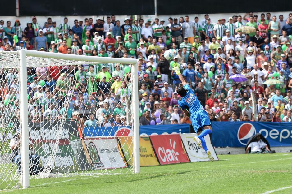 Comunicaciones cayó ante Antigua GFC que jugó de local ante un estadio Pensativo lleno a reventar. (Foto: Nuestro Diario)