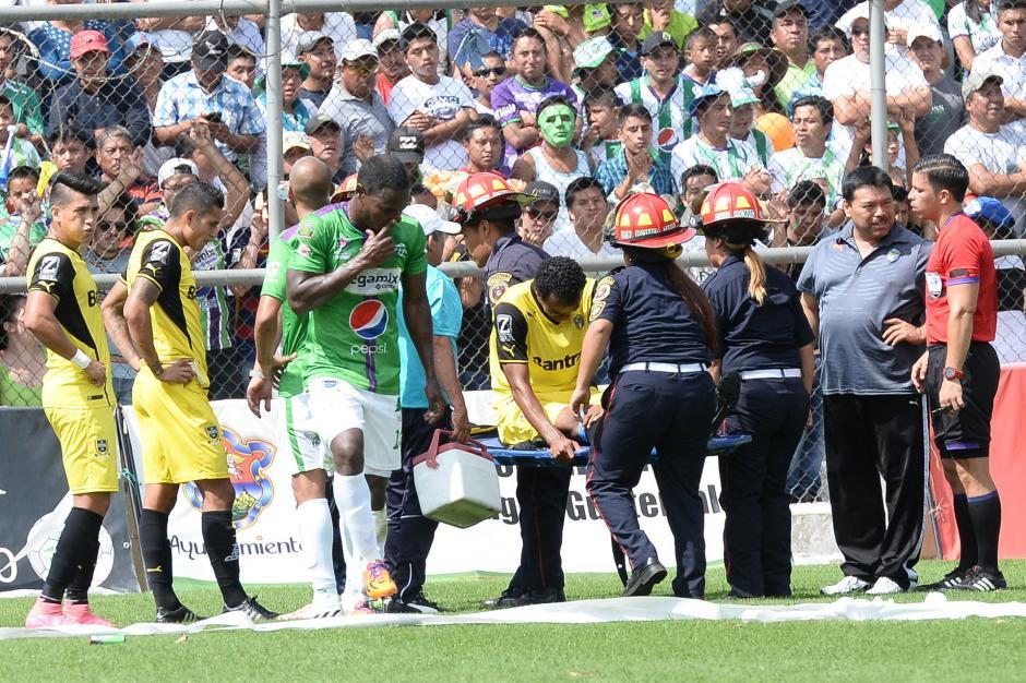 Wilson Lalín tuvo que abandonar el terreno de juego prematuramente. (Foto: AFP)