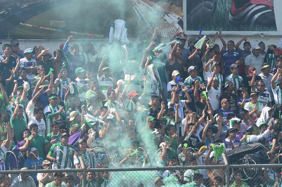 Los aficionados antigüeños abarrotaron el estadio Pensativo. (Foto: Nuestro Diario)