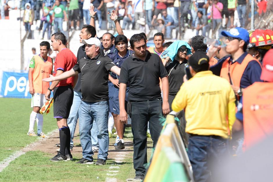 Willy Olivera no podía creer que su equipo estaba cayendo eliminado. (Foto: Nuestro Diario)
