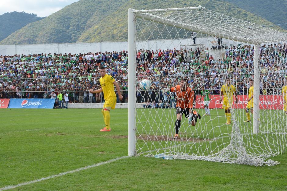 El gol de Édgar Chinchilla prácticamente mató todas las esperanzas de Guastatoya. (Foto: Nuestro Diario)