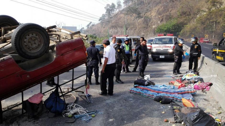 Una familia que regresaba del descanso de Semana Santa sufrió un accidente en la ruta al Pacífico. (Foto:Bomberos Voluntarios)