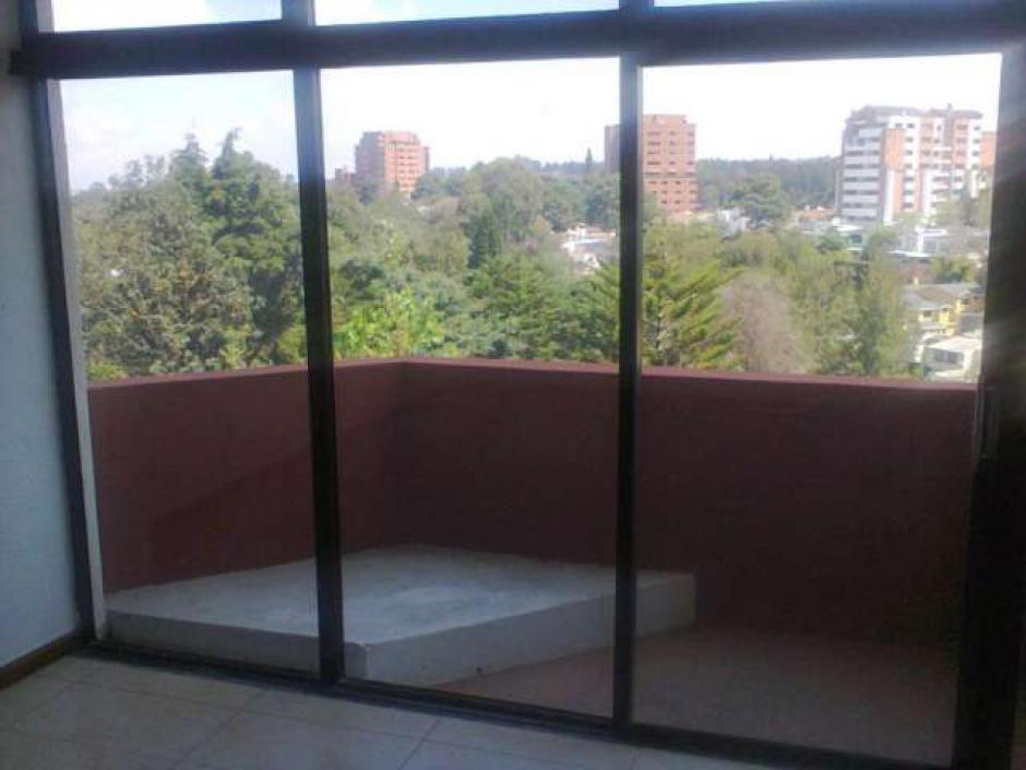 Esta es la vista desde un balcón del Condominio Las Hadas, donde falleció Yong Lee. (Foto: guatemala.avisos.com)