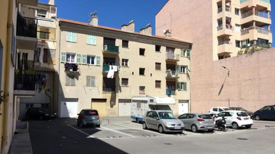 Este es el edificio en el Boulevard Henri-Sappia donde vivía el terrorista. (Foto: Infobae)
