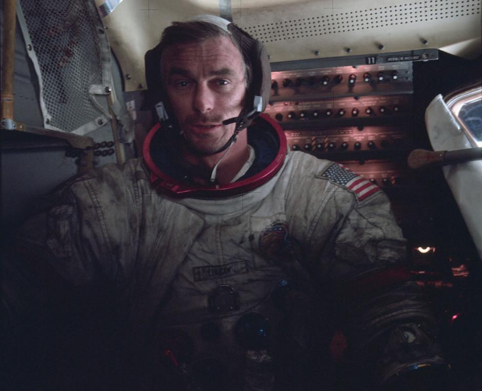 Comandante Eugene Cernan, del Apolo 17 dentro del módulo lunar. (Foto: Nasa)