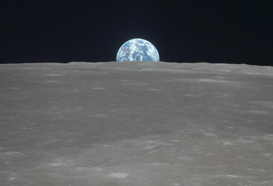 La tierra nace en el horizonte de la luna durante la misión de Apolo 11. (Foto: Nasa)