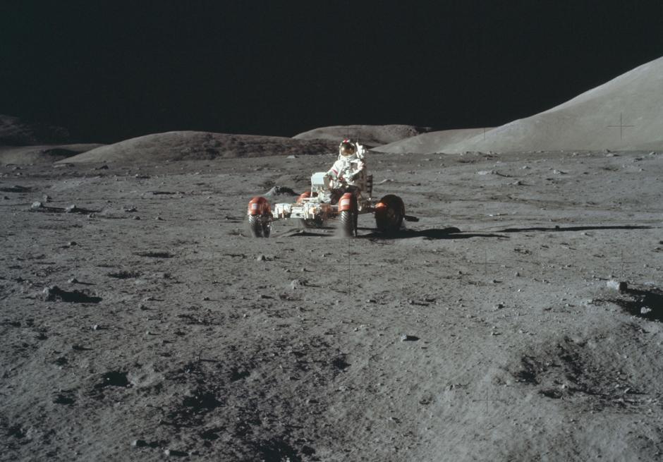 Medios de transporte en la luna Apolo 17. (Foto: Nasa)