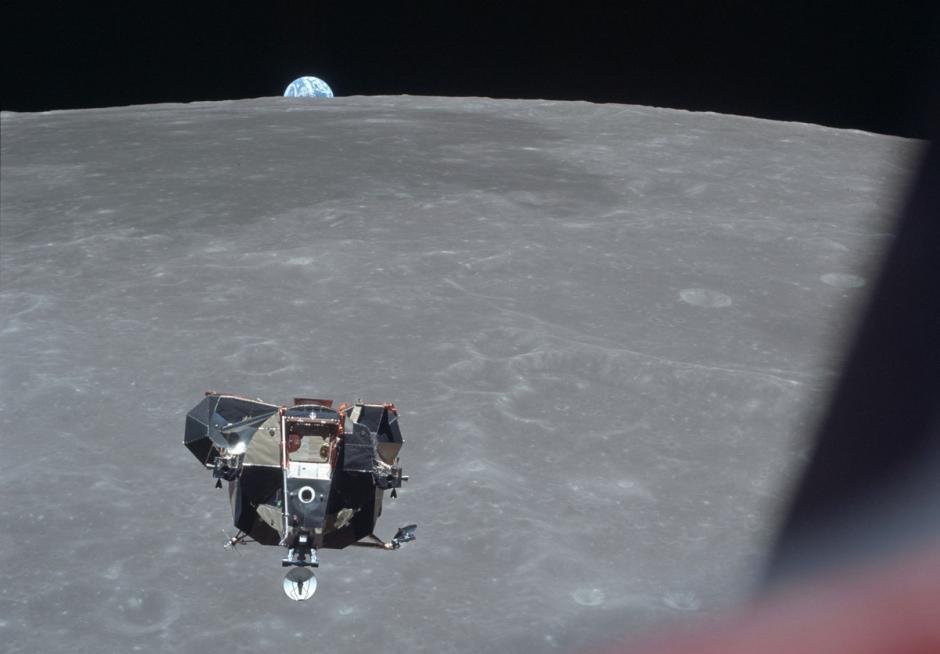 La tierra renace a orillas de la luna y el Apolo 11 Eagle, se acerca poco a poco a tocar suelo lunar en julio de 1969. (Foto: Nasa)