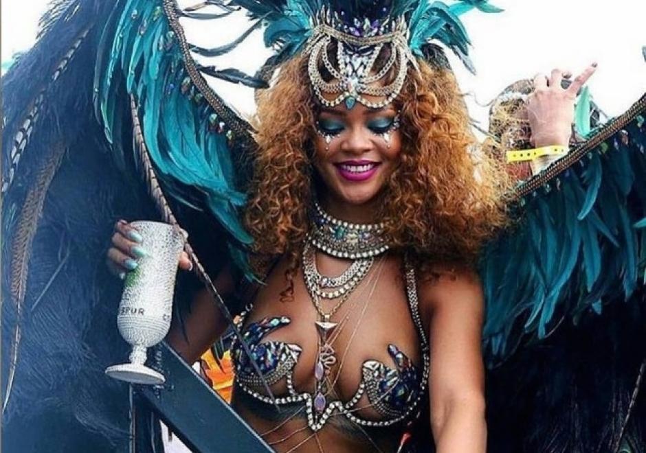 Rihanna lució relajada y sonriente durante la festividad