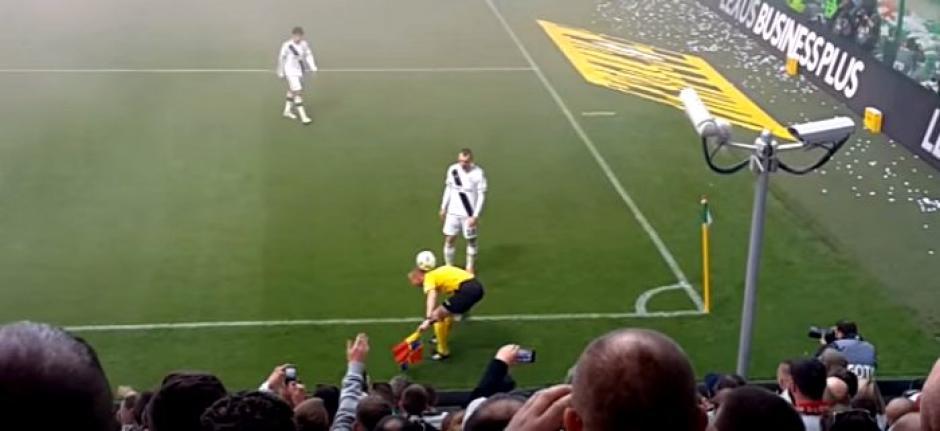 árbitro domina el balón y se roba el show foto