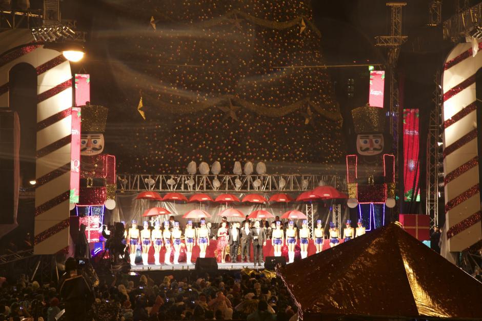 Artistas y un elenco de bailarines vistieron de gala el Festival del Árbol Gallo 2015. (Foto: George Rojas/Soy502)