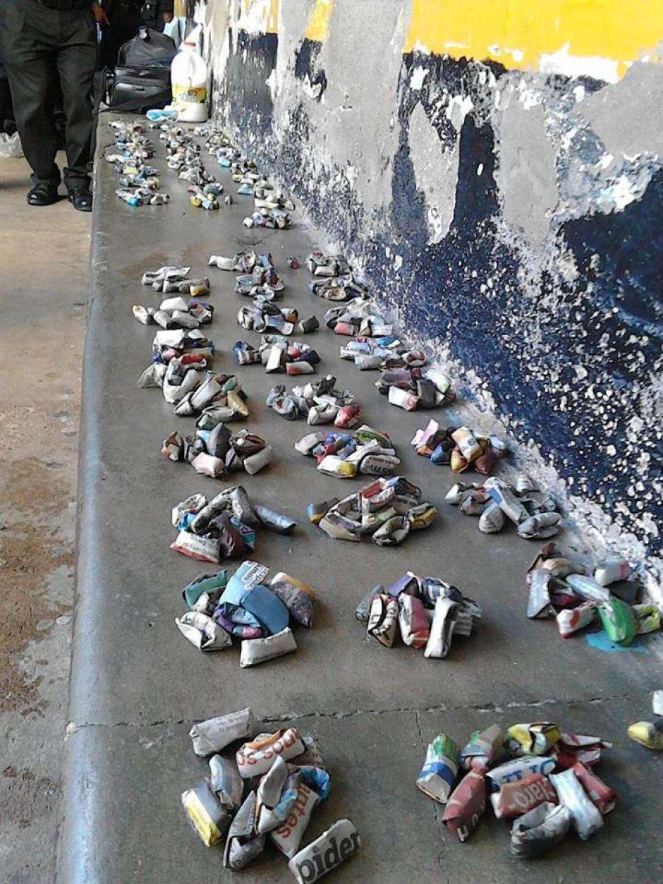 Estos son los envoltorios de marihuana que simulan ser cohetillos y que fueron incautados en la cárcel de Jalapa. (Foto: MP)