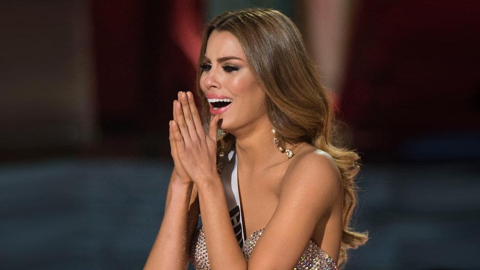 En redes y diferentes medios se informaba sobre la renuncia tras el escándalo en Miss Universo. (Foto: elpais,com.co)