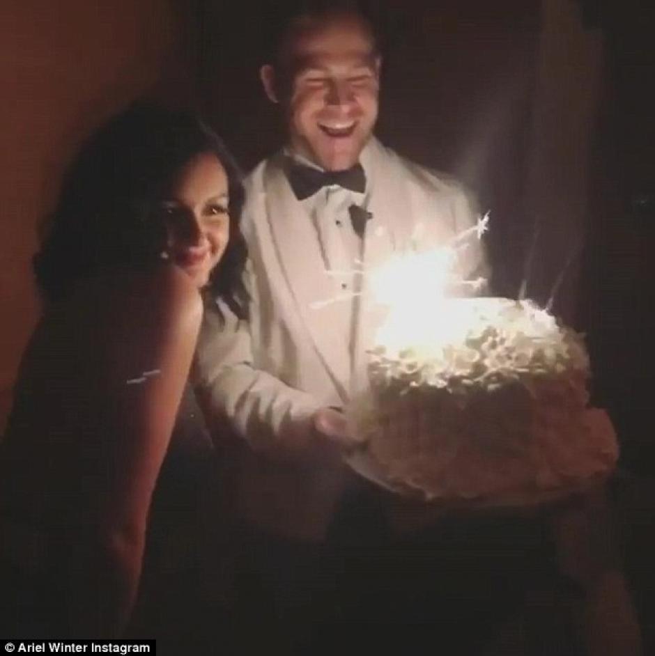 Ariel Winter celebró su cumpleaños con sus amigos y su amor. (Foto: Instagram)