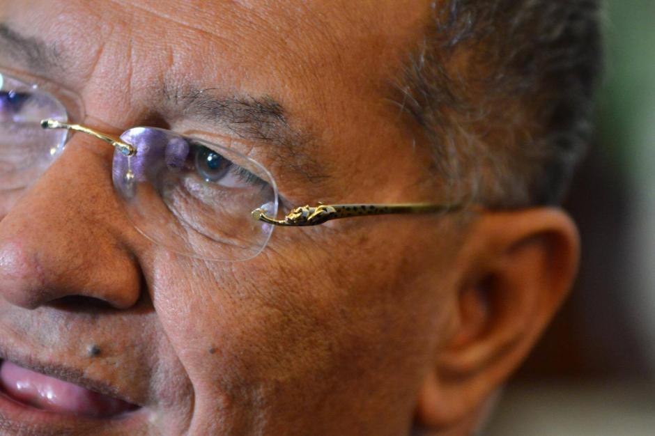 Los lentes del diputado Arístides Crespo generan curiosidad en el Palacio Legislativo. (Foto: Jesús Alfonso/Soy502)