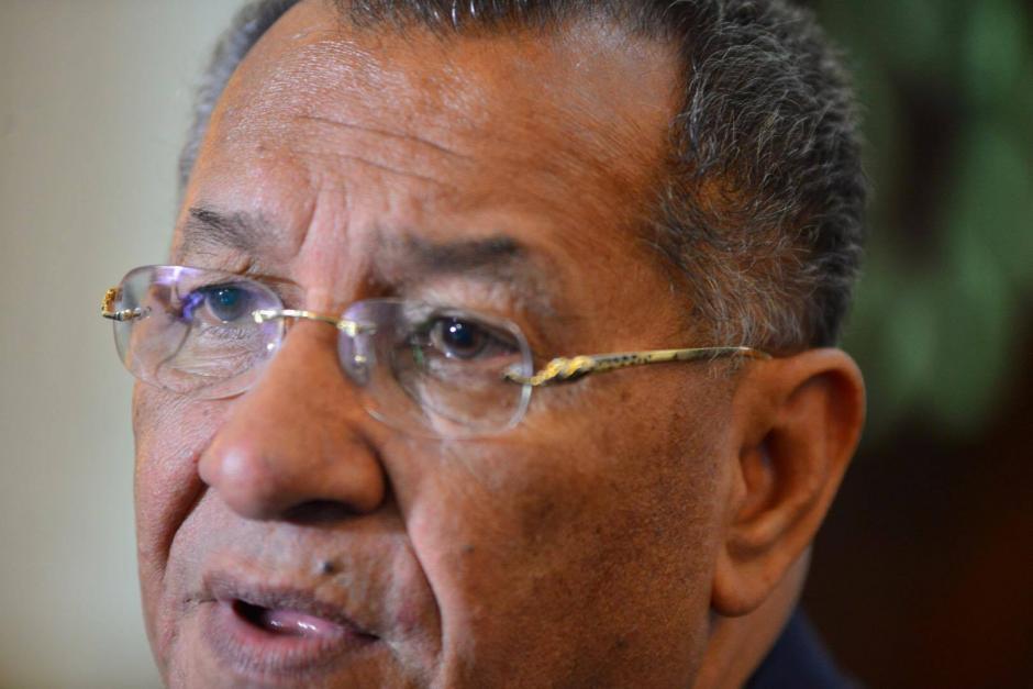 El expresidente del Congreso solo ríe al ser consultado sobre sus extravagantes lentes. (Foto: Jesús Alfonso/Soy502)