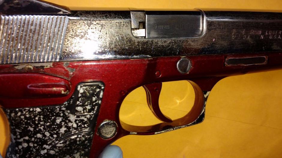 Las autoridades localizaron una pistola 9 milímetros en el interior de la Granja Penal de Pavón. (Foto: PNC)