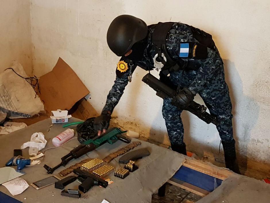 Las autoridades realizaron un allanamiento en el Barrio San Antonio zona 6. (Foto: PNC)