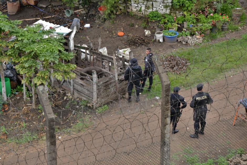 Desde tempranas horas las autoridades realizan una requisa en el lugar. (Foto: Wilder López/Soy502)
