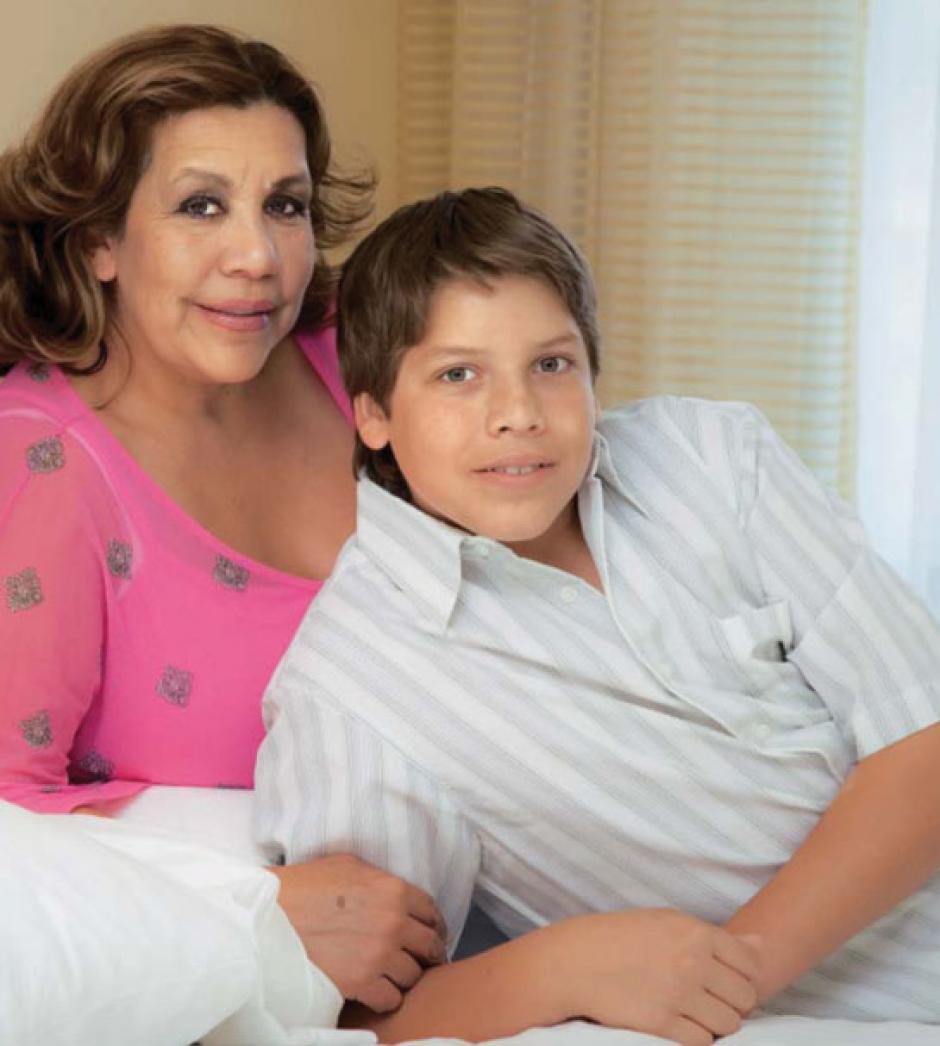 Mildred Baena posó para una revista junto a su hijo Joseph Baena. (Foto: laweekly)