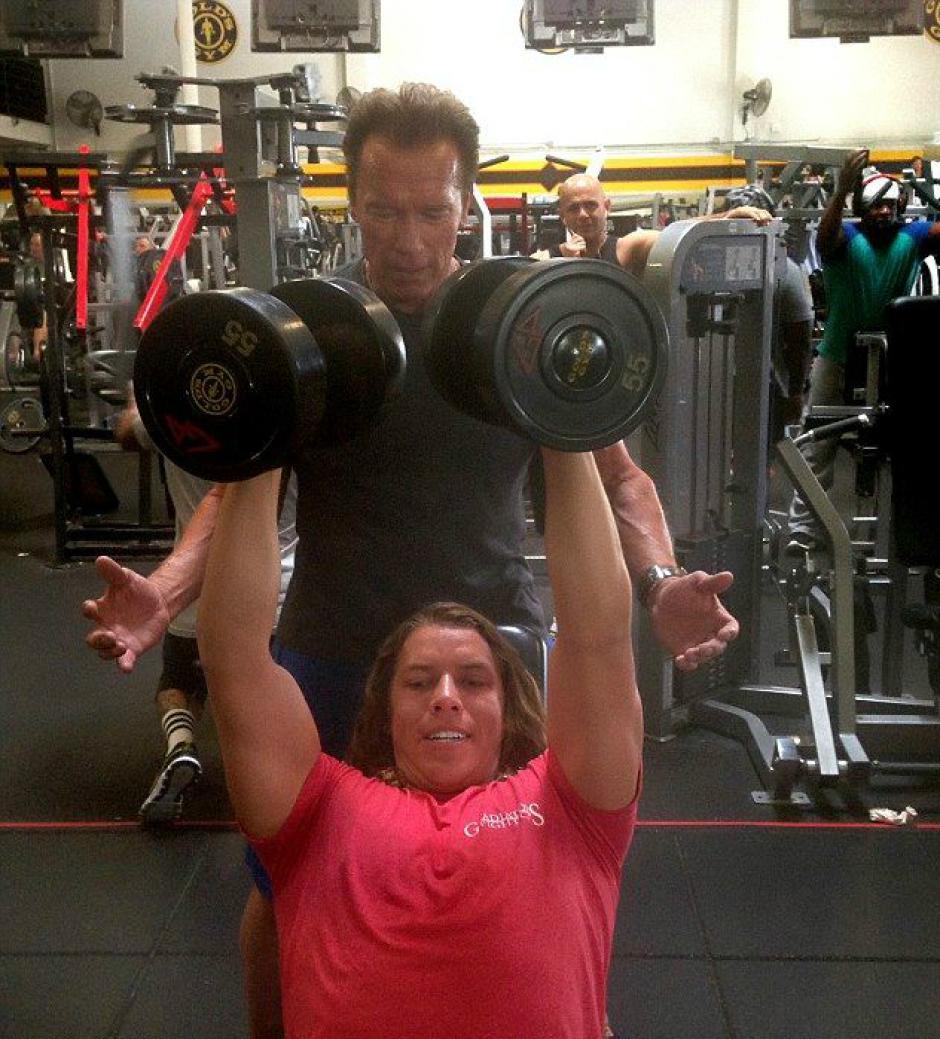 Arnold Schwarzenegger entrena junto a su hijo de origen guatemalteco. (Foto: TMZ)