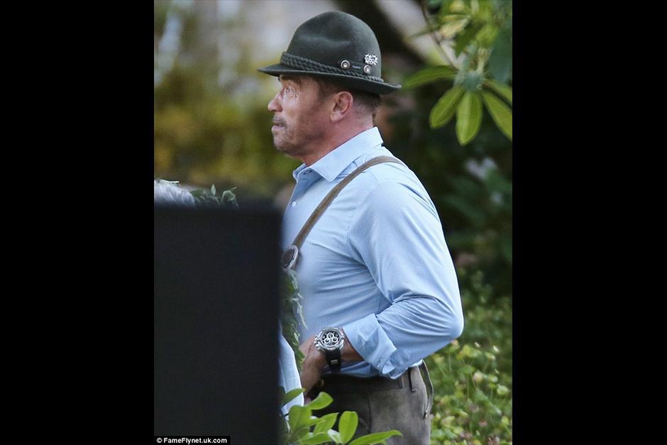 Arnold viste el traje tradicional de su país. (Foto: dailymail)