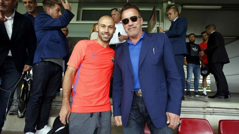 El actor estadounidense Arnold Schwarzenegger junto al jugador Javier Mascherano. (Foto: Efe)
