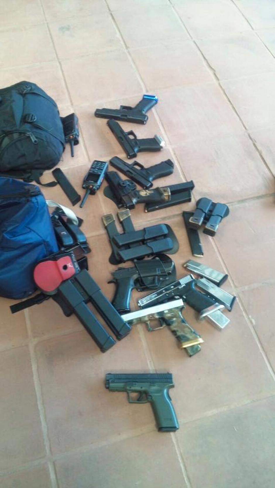 Un considerable lote de armas fueron encontradas durante el operativo. (Foto: PNC)