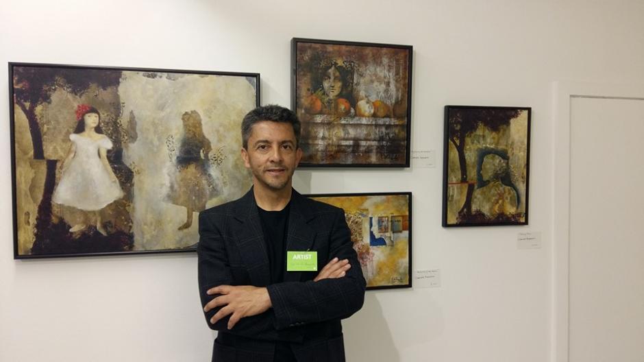 Carlos Rafael Anzueto posa junto a sus piezas. (Foto: Carlos Rafael Anzueto)