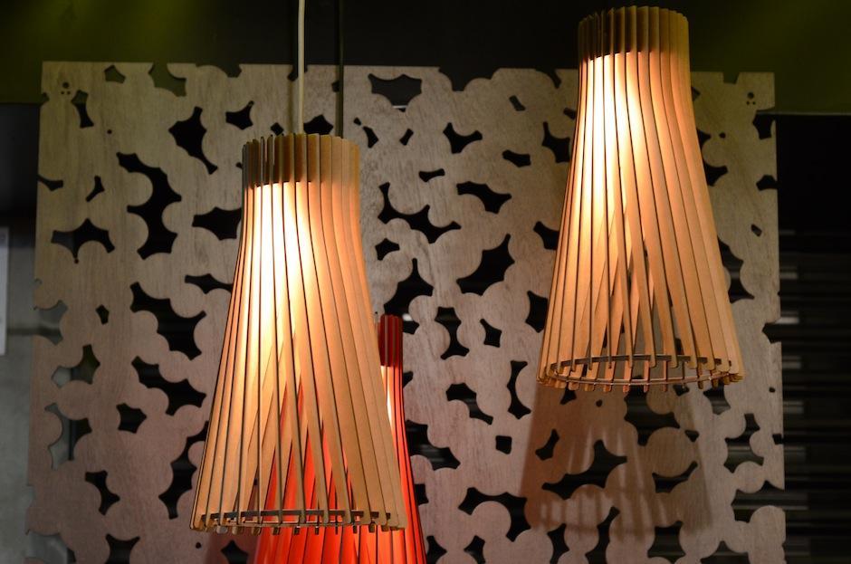 La luz juega con los materiales que utiliza Estrada. (Foto: Selene Mejía/Soy502)