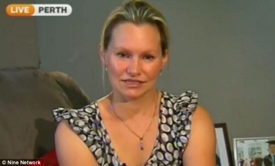 Danica Week, esposa de Paul, el día que dio declaraciones a la televisión australiana contando su experiencia al desconocer el paradero de su esposo quien viajaba en el vuelo MH-370. (Danica Week/Facebook)
