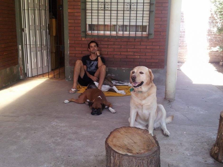 Emi tiene tres cachorros: Susanita, Raúl y Renzo. (Foto: Facebook/Emi Benitez)