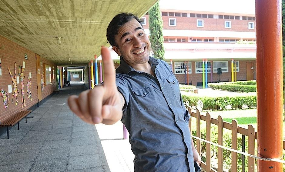 Francisco Paez asistió temprano a votar, con entusiasmo, invitando a todos a ejercer su derecho ciudadanos. (Selene Mejía/Soy502)