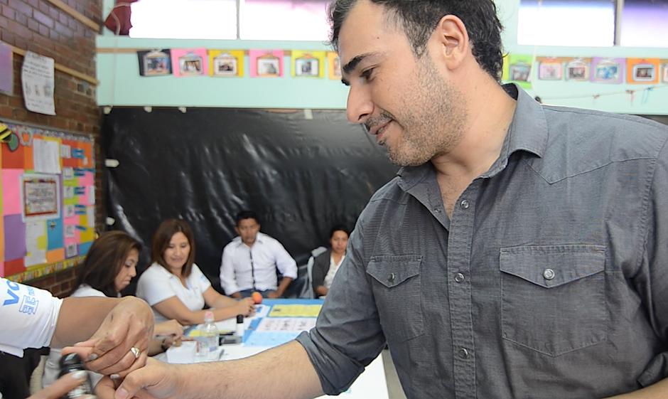 El momento de la verdad: la tinta que comprueba el voto. (Foto: Selene Mejía/Soy502)