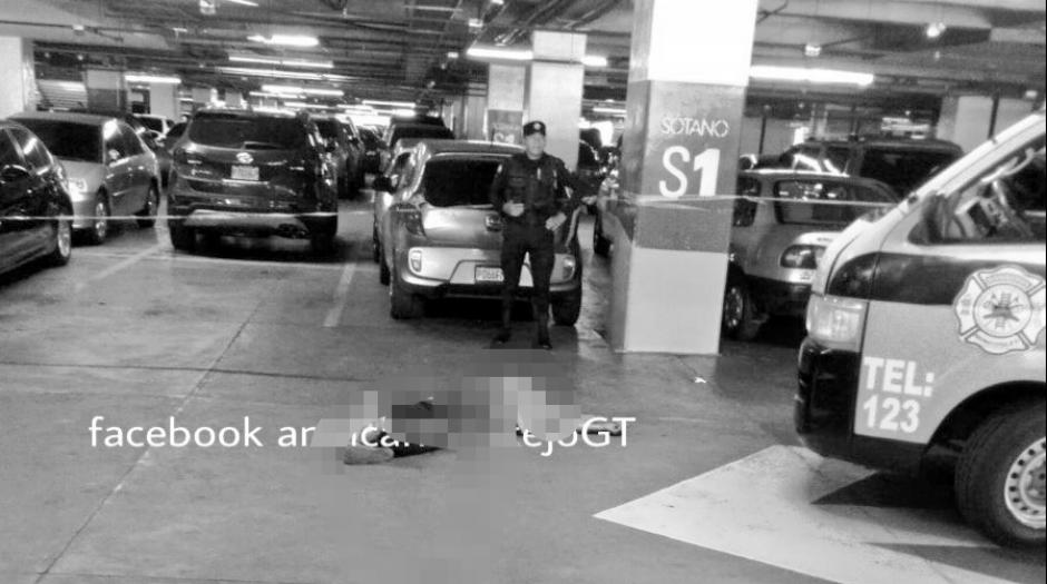Un aparente asalto dejó a una persona muerta en el centro comercial. (Foto: Amilcar Montejo/PMT)