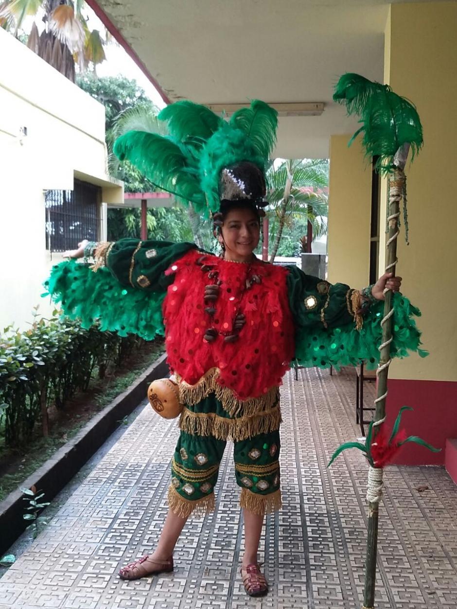 El traje de quetzal fue elaborado con muchos detalles como frijol y arroz. (Foto: Cortesía Helen De Paz)